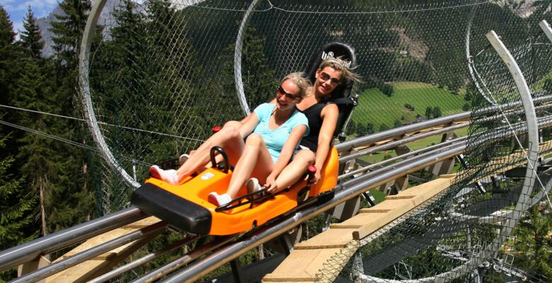 Mutter mit Kind am Rittisberg Coaster